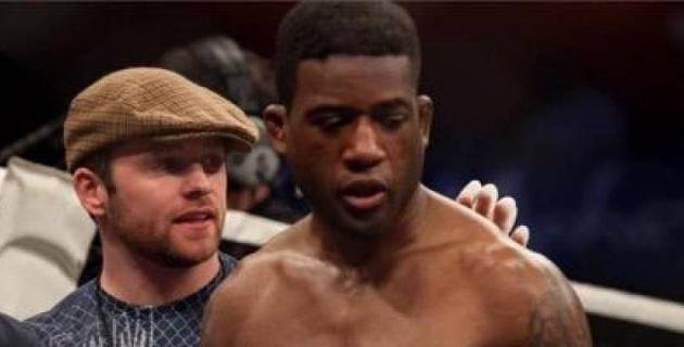 Боец MMA напал на судью после поражения в Bellator