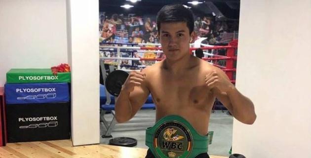 Юный боксер из Казахстана после успешного дебюта в профи получил первый бой за границей