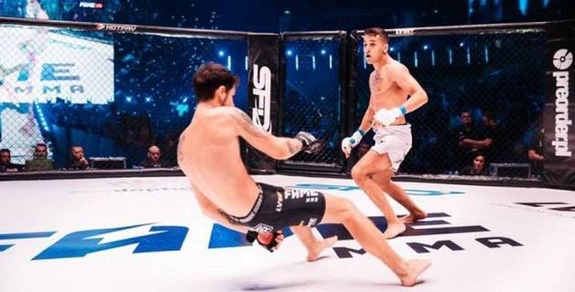 Звезда реалити-шоу пропустил удар ногой в голову и проиграл нокаутом дебютный бой в ММА