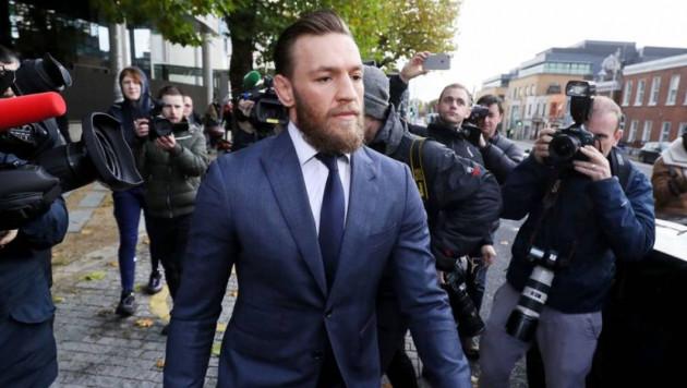 Суд наказал МакГрегора за избиение пожилого мужчины