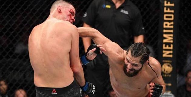 Автор самого быстрого нокаута в UFC избил обидчика МакГрегора до остановки боя и завоевал новый пояс