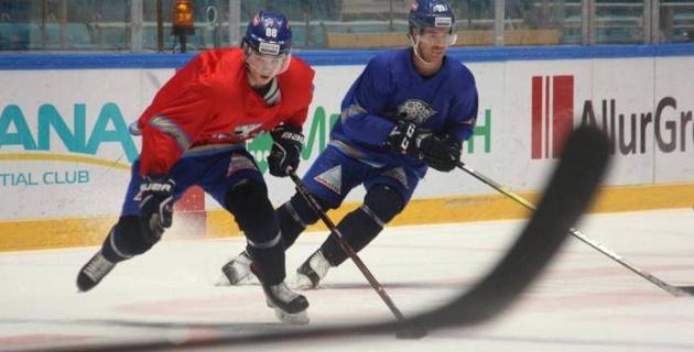 """Жайлауов, Диц и Виделль на льду. Как """"Барыс"""" провел открытую тренировку в перерыве КХЛ"""