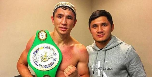 Небитый казахстанец трижды уронил соперника и досрочно победил в бою за титул от WBC