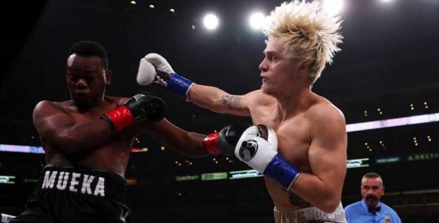 Экс-соперник казахстанских боксеров начал драться после гонга и проиграл