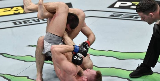 МакГрегор высмеял брата Нурмагомедова за поражение в дебюте на UFC