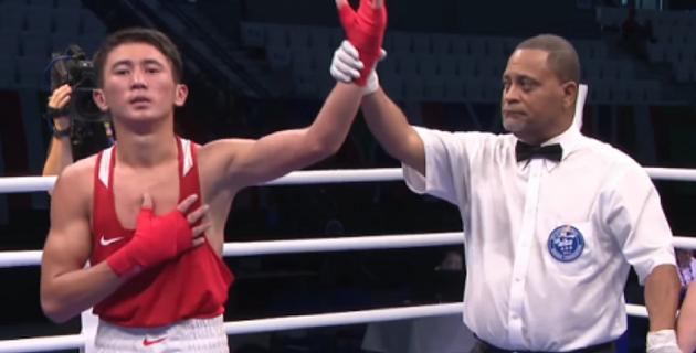 Казахстанский боксер отправил в нокдаун чемпиона мира из Узбекистана и вышел в финал МЧА-2019