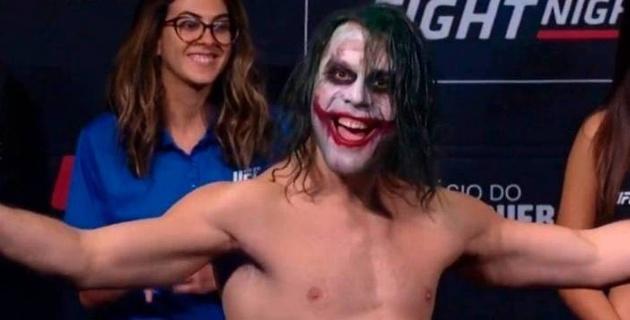 Боец UFC вышел на взвешивание в образе Джокера