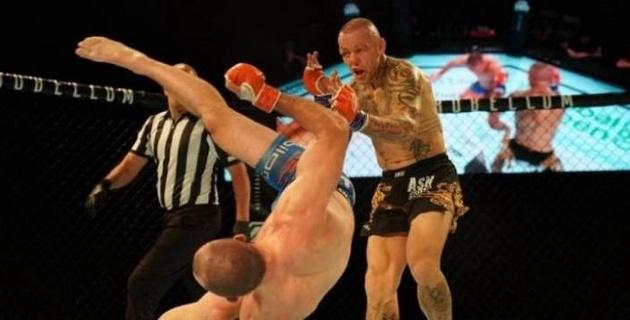 """Экс-звезду UFC нокаутировали ударом """"раскат грома"""""""