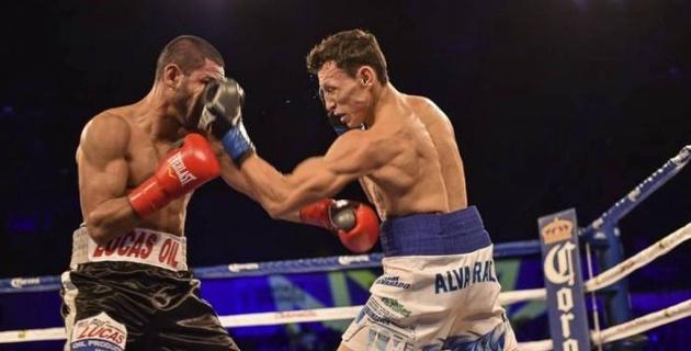 Обидчик казахстанского боксера проиграл техническим нокаутом и потерял титул чемпиона мира