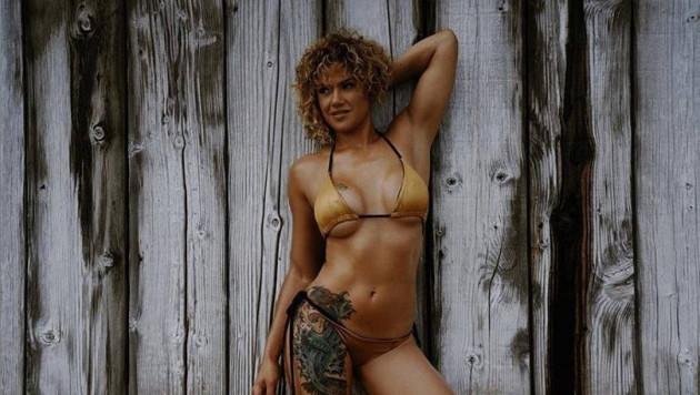 Красотка из MMA сломала руку сопернице болевым приемом