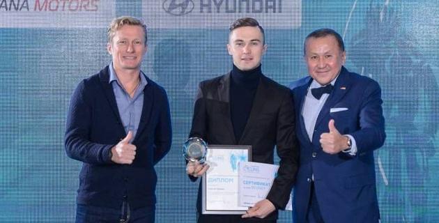 Казахстанская федерация велоспорта наградила лучших спортсменов и вручила автомобили регионам