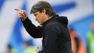 Тренер бывшего клуба Сейдахмета танцем на столе отметил первую гостевую победу в РПЛ