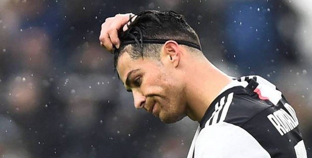 """В команде Роналду назвали сомнительными результаты голосования за """"Золотой мяч"""" в пользу Месси"""