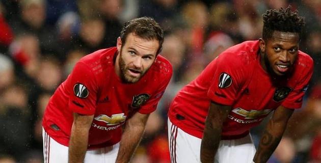 """Игроки """"Манчестер Юнайтед"""" лишились одежды от личных спонсоров"""