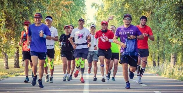 17 марафонов за 17 недель: казахстанцы пробежали по 42 километра в каждом городе страны