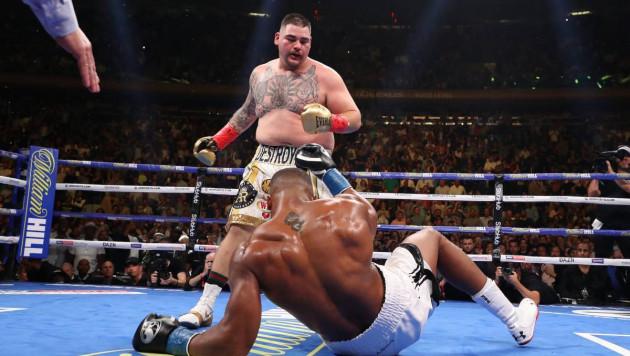 Букмекеры оценили шансы Руиса снова нокаутировать Джошуа в бою за четыре титула