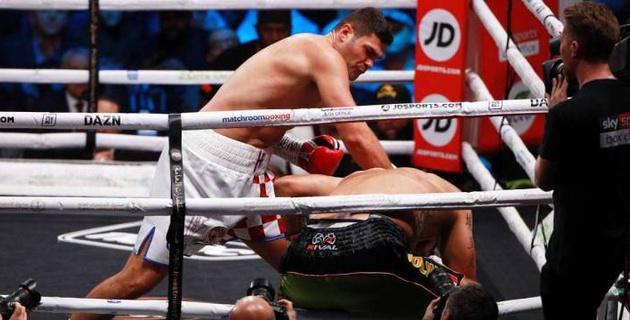 """Видео нокаута, или как экс-боксер """"Астана Арланс"""" победил бывшего соперника Уайлдера и Джошуа"""