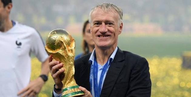 Тренер чемпионов мира по футболу подписал новый контракт