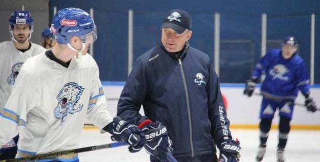 """Что придумал Андрей Скабелка? """"Барыс"""" провел открытую тренировку в перерыве игр КХЛ"""