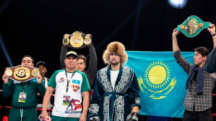 Непобежденный казахстанец узнал соперника по защите титулов от WBC, WBA и WBO