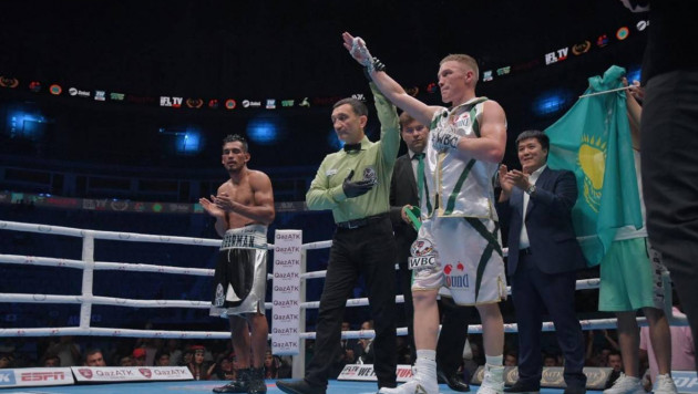 Казахстанец выиграл бой против боксера с 27 победами и защитил титул от WBC