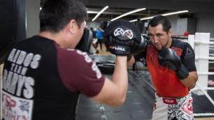 Непобежденный казахстанец с тремя титулами выразил опасения по поводу боя в андеркарте у Лебедева