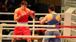 """Фанатское """"Застрелю"""" и три нокдауна от казахстанца для узбекистанца. Кто вышел в финал турнира по боксу в Караганде"""