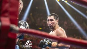 Прямая трансляция боя казахстанца Айдоса Ербосынулы за титулы от WBC, WBA и WBO