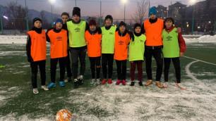 Футболист сборной Казахстана из бельгийского клуба провел мастер-класс для юных игроков в Алматы