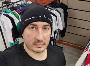 """""""Мама, я в шапке"""". Тренер по плаванию из Алматы запустил трогательную акцию ради спасения матери"""