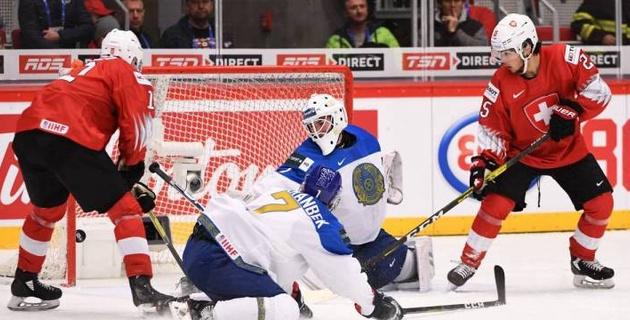 Молодежная сборная Казахстана по хоккею трижды отыгралась, но стартовала с поражения на ЧМ-2020