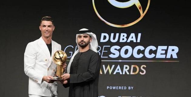 Роналду опередил Месси и стал лучшим игроком года