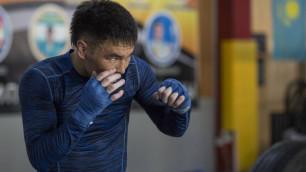 Непобежденный казахстанец с титулами от WBA и WBO возобновил тренировки после травмы