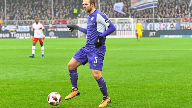 Экс-защитник сборной Казахстана впервые за восемь месяцев сыграл за немецкий клуб