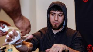 Казахстанский боксер проиграл досрочно американцу с 22 нокаутами