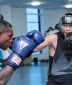 Капитан сборной Казахстана по боксу провел спарринг с олимпийским чемпионом из Кубы