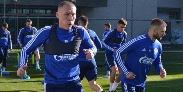 Футболисту сборной Казахстана дважды за сутки пришлось пройти туннель с пинками для новичков в российском клубе