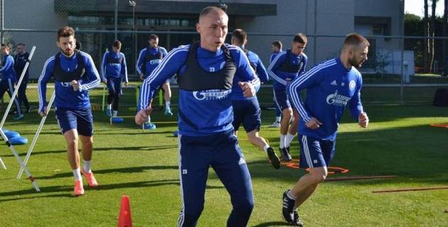 Казахстанец Куат устроил потасовку в матче за российский клуб