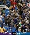 Матч в США завершился массовой дракой баскетболистов с участием запасных и болельщиков
