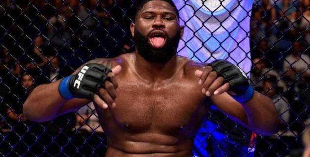 Американский боец нокаутировал бывшего чемпиона UFC в тяжелом весе