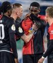 Футболист расплакался из-за расистcких оскорблений и сорвался на тренере соперника