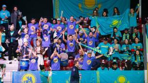 Казахстанские фанаты зажгли и удивили бельгийцев проходом перед матчем Кубка Федерации