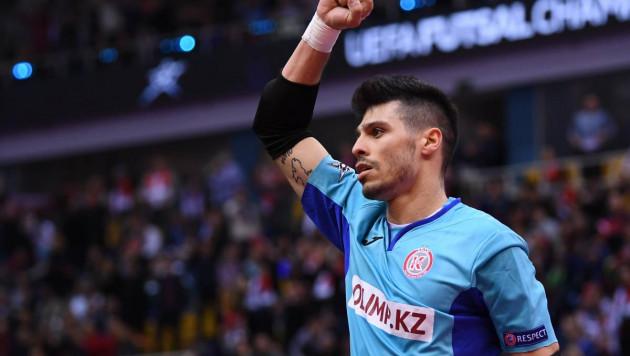 Что бы вы хотели спросить у Игиты -  лучшего вратаря мира из Казахстана?