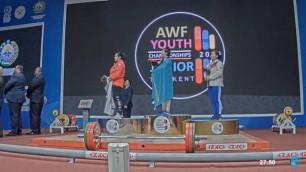 """Казахстан завоевал еще два """"золота"""" на юношеском чемпионате Азии по тяжелой атлетике"""