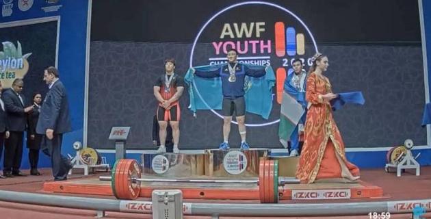 """Казахстан выиграл шестое """"золото"""" на юношеском чемпионате Азии по тяжелой атлетике в Узбекистане"""