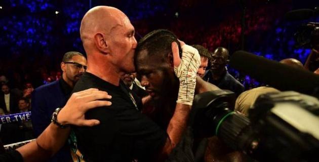 Фьюри после победы над Уайлдером исполнил в ринге песню