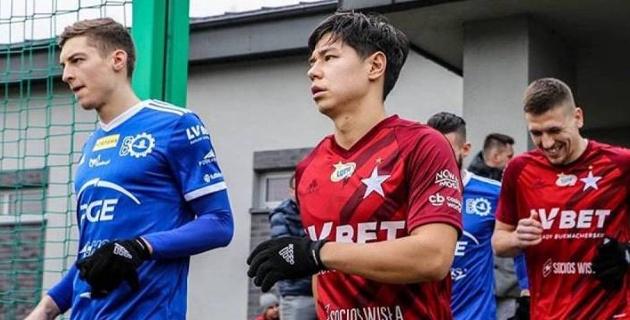 Футболиста сборной Казахстана похвалили за игру в европейском дерби