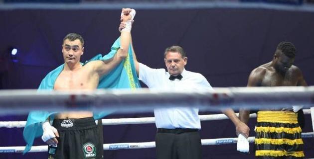 Видео нокаута, или как казахстанский супертяж выиграл 13-й подряд бой в профи