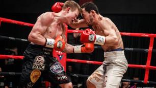 """Российский """"Канело"""" брутально нокаутировал непобежденного соперника в бою за титул от WBA"""