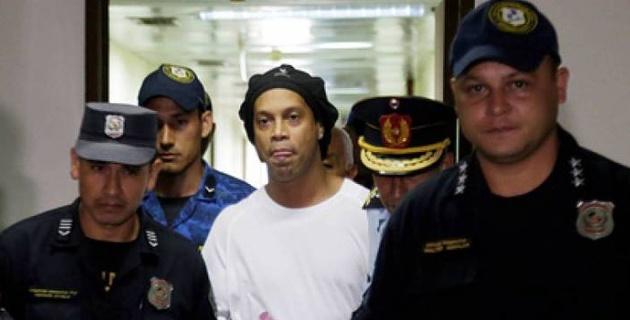 Появилось фото Роналдиньо в тюрьме
